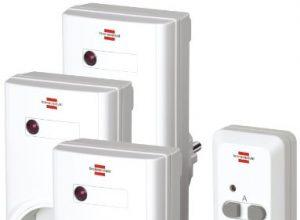 Brennenstuhl Funkschalt-Set RCS 1000 N Comfort, 3er Funksteckdosen Set mit Handsender und Kindersicherung Farbe: weiß