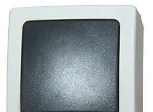 Kopp Nautic Universalschalter Aus- und Wechselschalter, Aufputz, Lichtschalter für Feuchtraum, 250V 10A, IP44, Basiselement mit Komplettgehäuse, herausnehmbarer Sockel, grau, 565656001