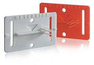 Selbstklebende Plakette zur dauerhaften Sicherung des Meterrisses bis nach den Putzarbeiten – Meterriss RS21